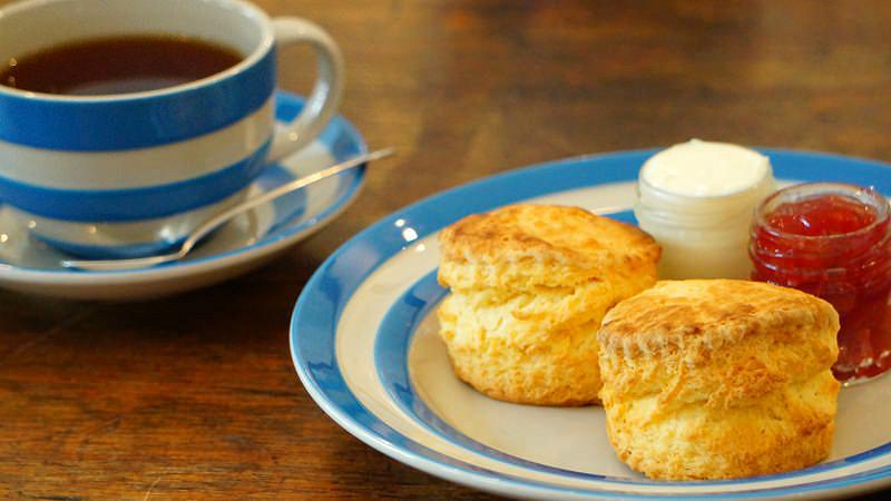 Cream Tea (a set of 2 scones and a pot of tea)
