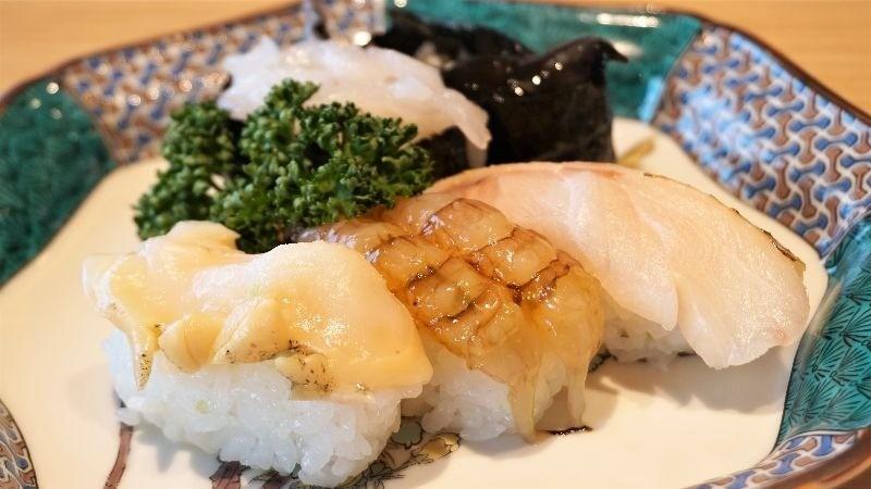Five pieces of sushi from the Hokuriku area