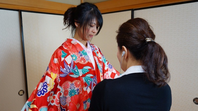 Get a pro help you put on the kimono