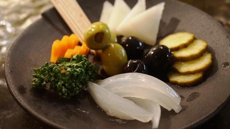 自製醬菜與橄欖