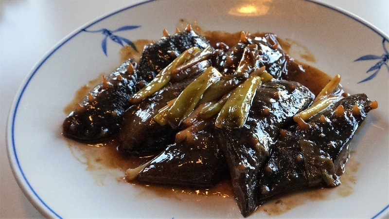 Sea cucumber braised with shallots Shandong-style