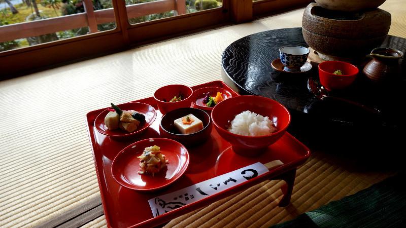 Yu-dofu with Vegetarian dishes (Shojin Cuisine)