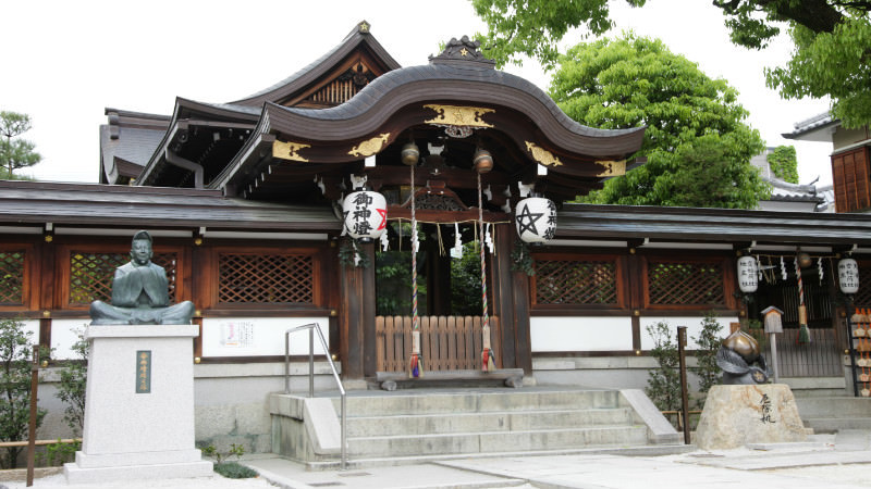 Hon-den (main hall)