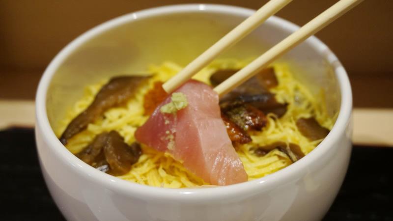 壽司師傅推薦的吃散壽司方式