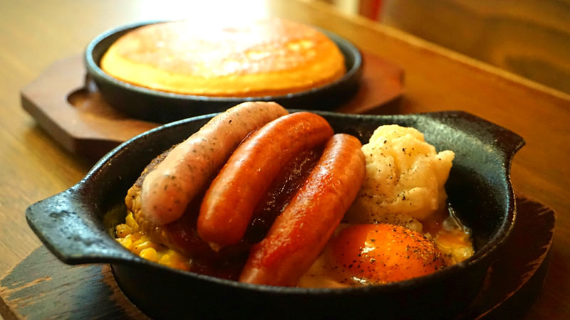 Pancake & Hamburg steak and sausage plate