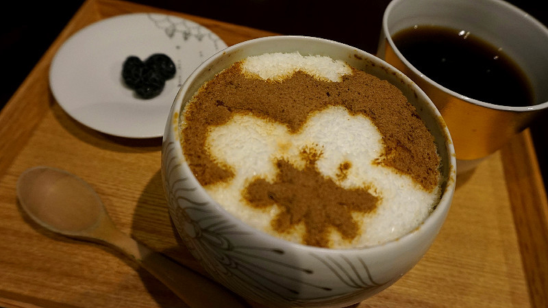 Hojicha tea shaved ice set with a drink