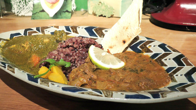Aigake Curry: Chicken spinach curry and wild boar curry