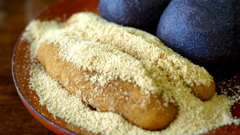 黃豆粉覆蓋的粟餅
