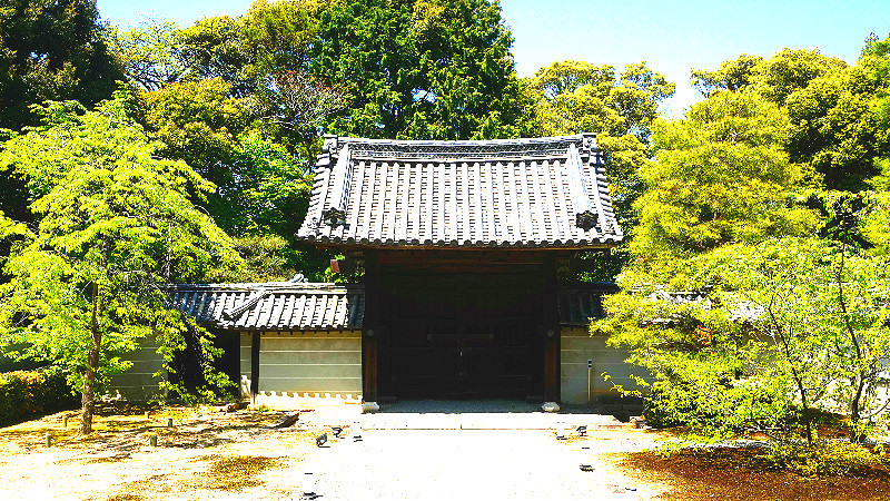 Chokushi-mon gate