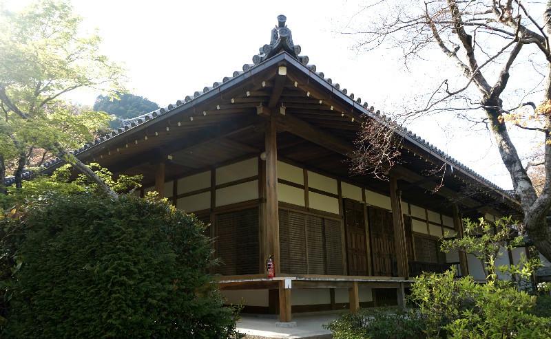 Hon-den (main hall)
