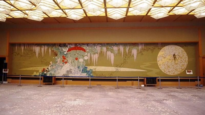 數一下「Fuji no Ma(宴會廳)」的掛毯上的花朵數目