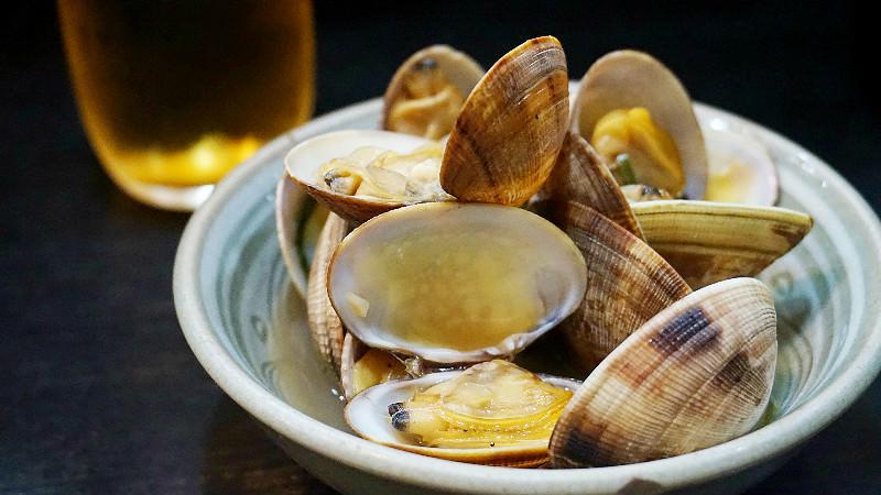 Asari no Sakamushi (steamed clams in sake)