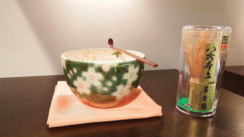 抹茶杯、竹拂和勺子