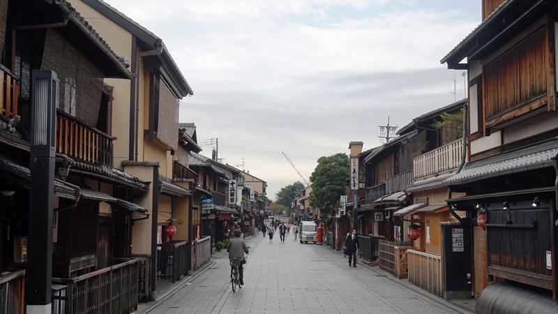 The south side of Hanami Koji street