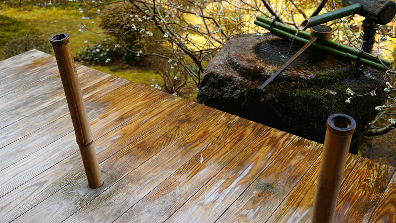 Listen to Suikinkutsu – a water harp