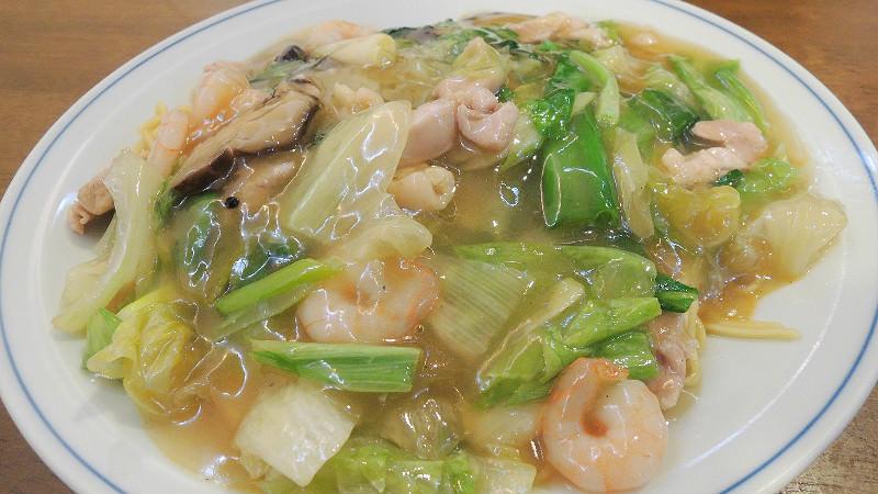 エビカシワソバ(中式麵條加雞肉和蝦仁等配料)