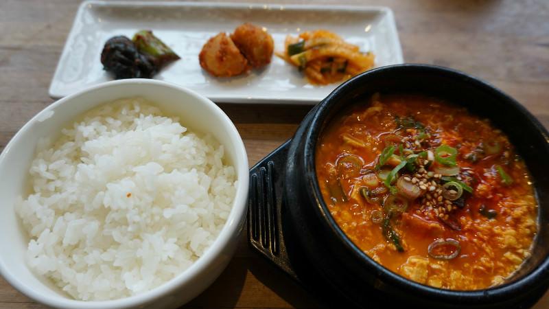 豆腐鍋 (Sundubu Jjigae)