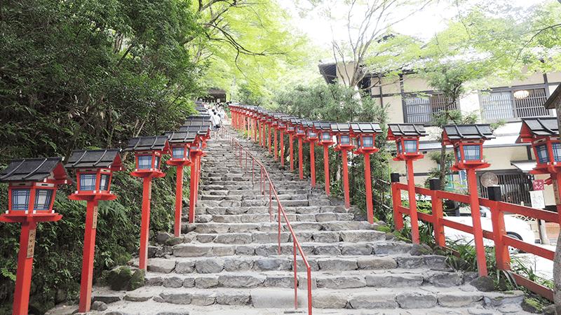 貴船神社的石階