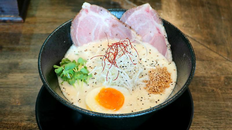 Seafood-chicken paitan ramen
