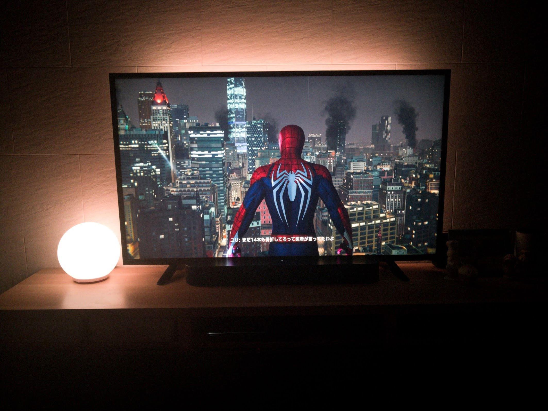 テレビ画面に浮かび上がるスパイダーマン