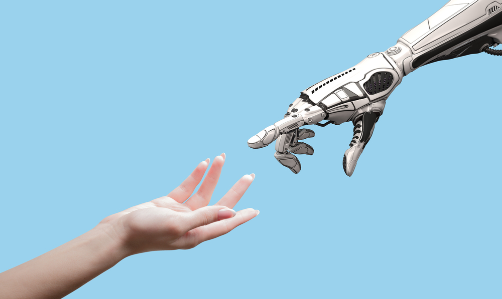 人間とロボットが手を差し出す様子