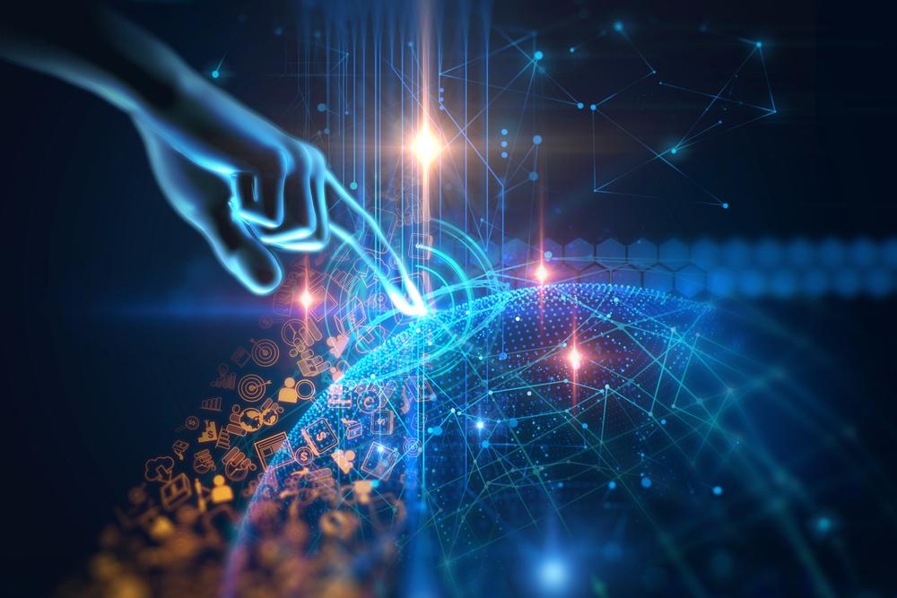ネットワークに触れる人間の手