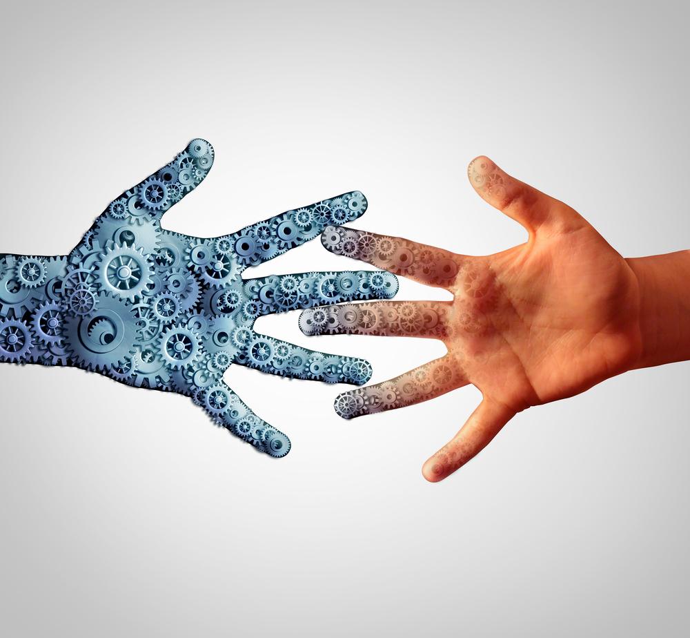 広げた手を重ねる人間の手とロボットの手