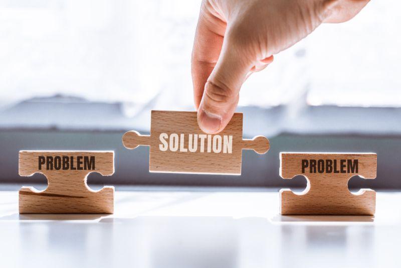 それぞれ「問題」と「解決」と書かれたブロック