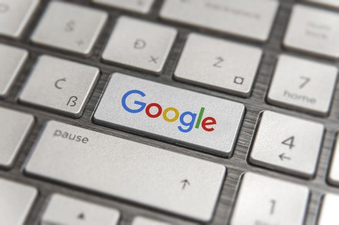 「Google」と書かれたキーボード