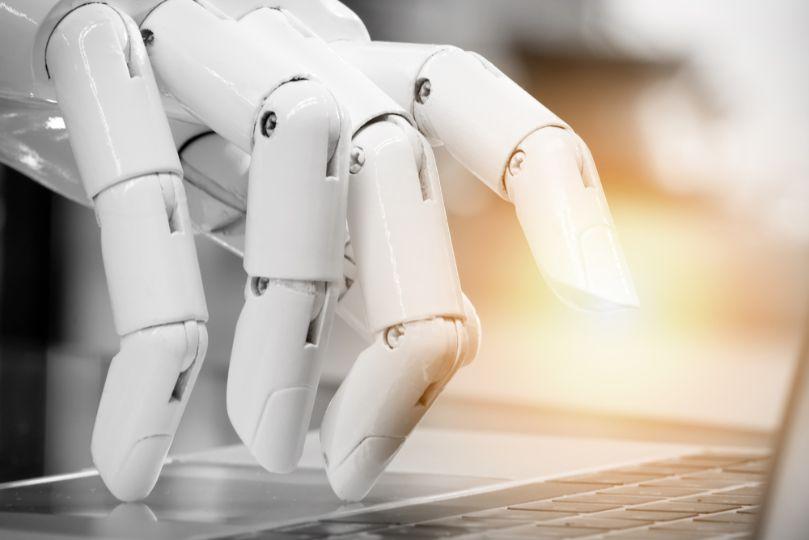 ロボットのアームとノートPC