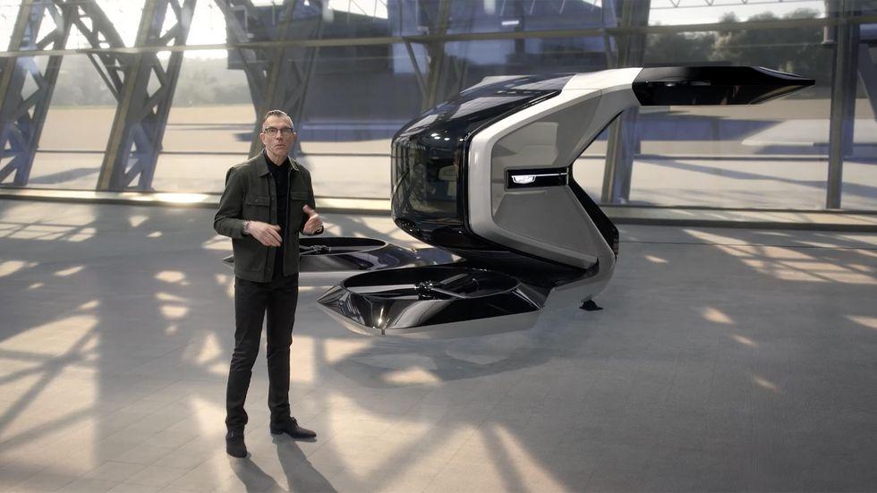 空飛ぶクルマが現実に?GMの「キャデラックeVTOLエアタクシー」がサプライズ登場!