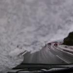 車の屋根の雪はしっかり落としましょう。さもないと、