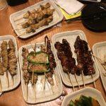 8人以上で頼める鳥貴族の全メニュー食べ放題2980円は、串何本まで食べられる?