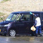 おじいさんは川へ洗車に???