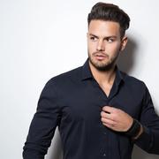 黒のシャツでシックな着こなしに。クールなメンズコーデ術8選 | Smartlog