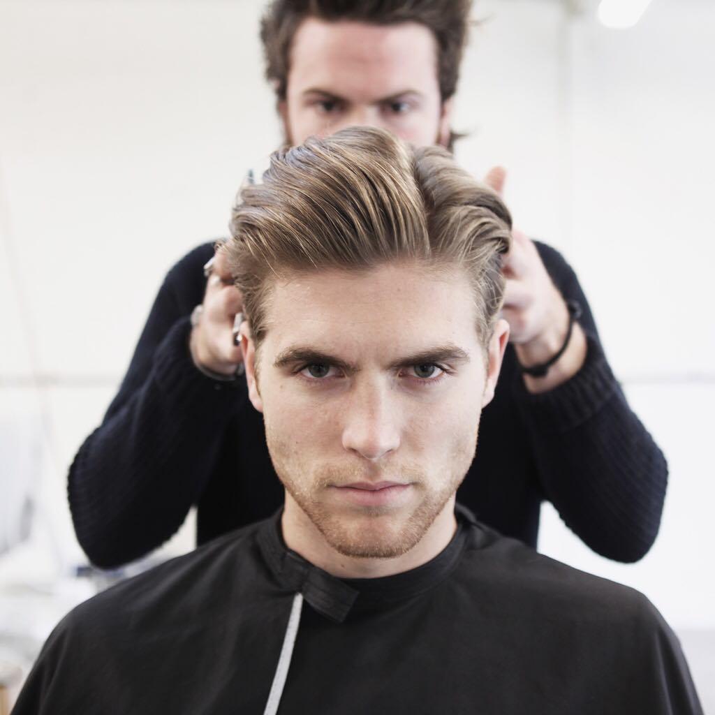 メンズ最強の髪型ツーブロックパーマ人気アレンジ20選|SmartlogSmartlogベリーショートやマッシュ、ショート、七三分けなど芸能人も真似する20のアレンジとセット方法
