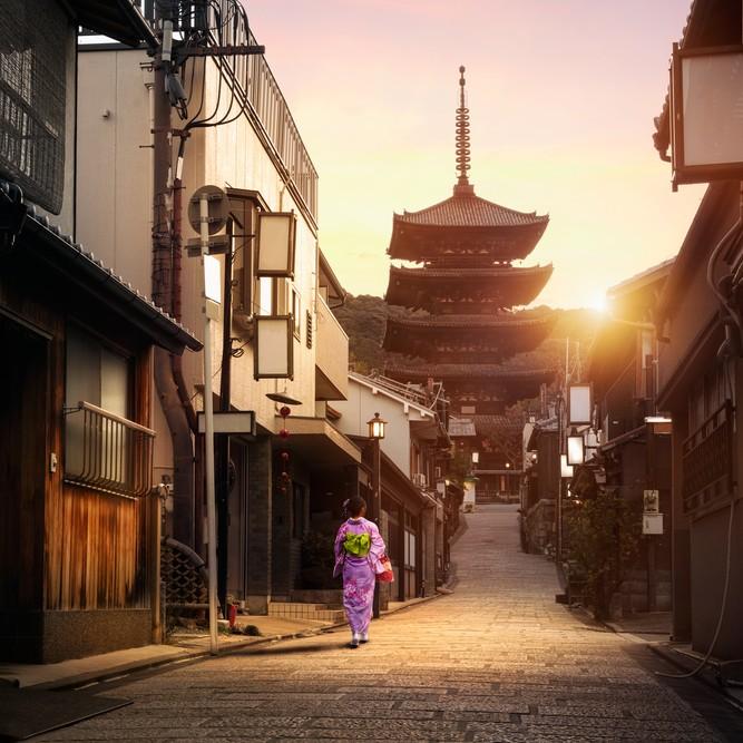 京都・東山で秋の紅葉デート
