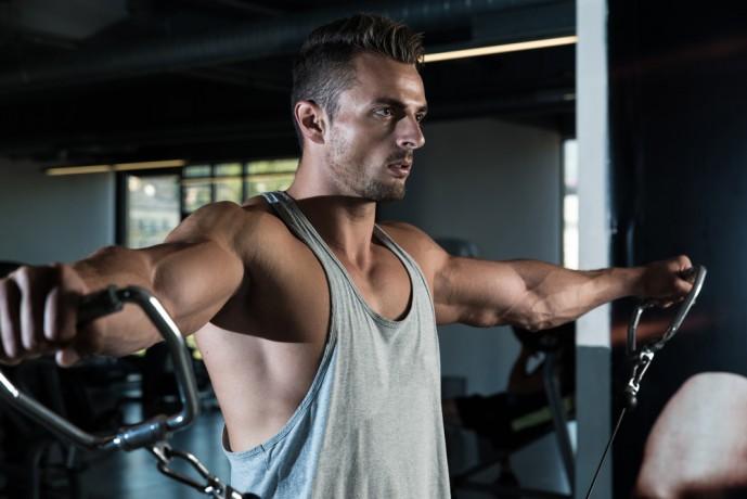 上腕二頭筋の効果的に鍛えられるマシントレーニング