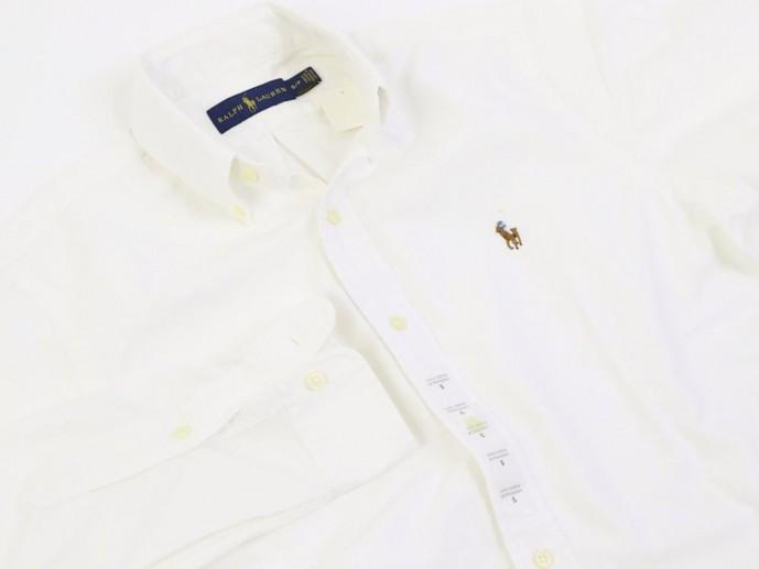 白セーターのインナー