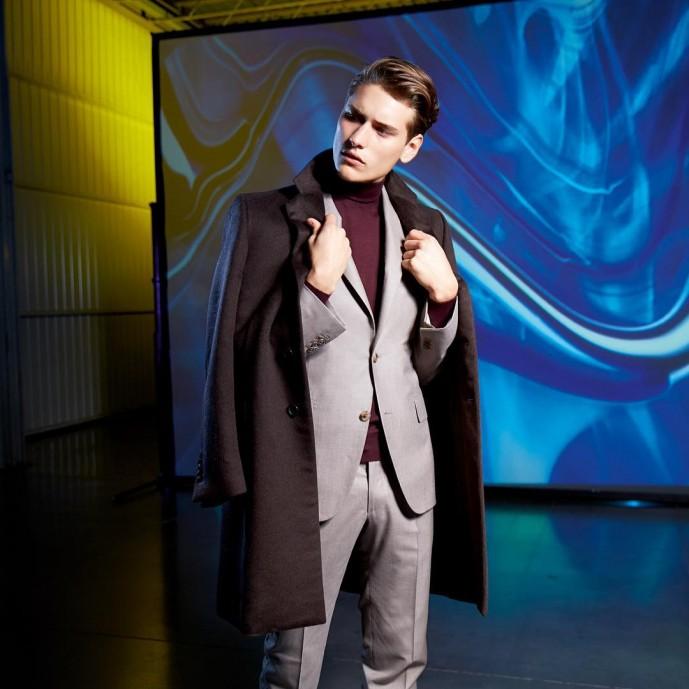タートルネック スーツ
