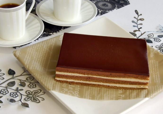 ホワイトデーのプレゼントで本命彼女にお返ししたいチョコレートケーキ