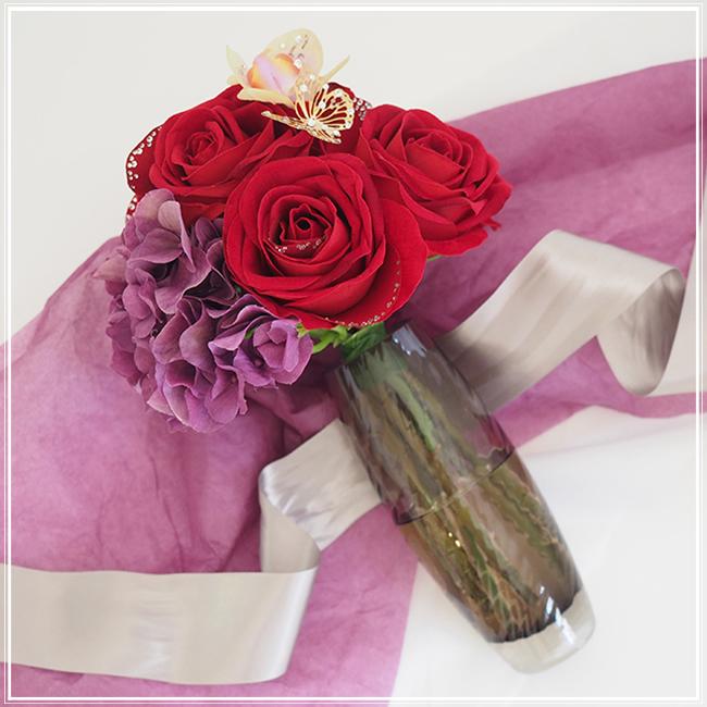 ホワイトデーで本命彼女にお返ししたいプレゼントバラの花