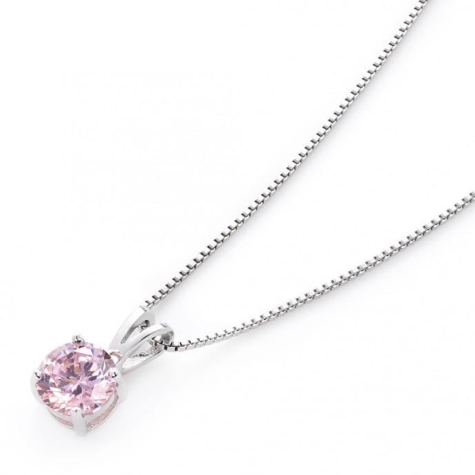 ホワイトデーのプレゼントで本命彼女にお返ししたいニューヨークからの贈り物のネックレス