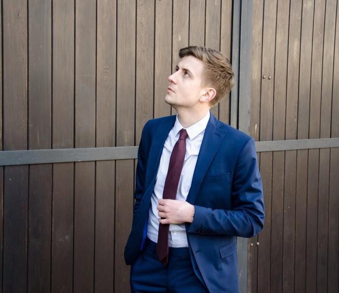 ブルースーツ 赤ネクタイ