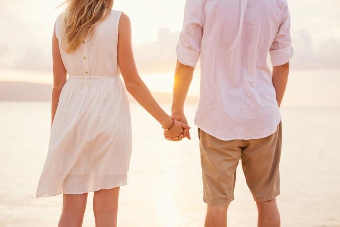 初デート 手を繋ぐ