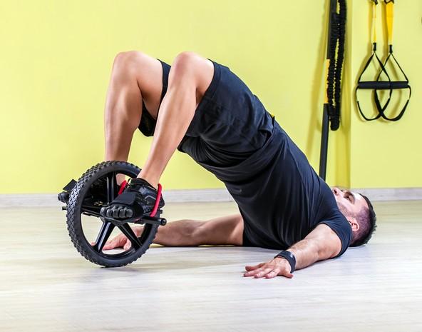 腹筋ローラーで効果的に鍛えられるやり方