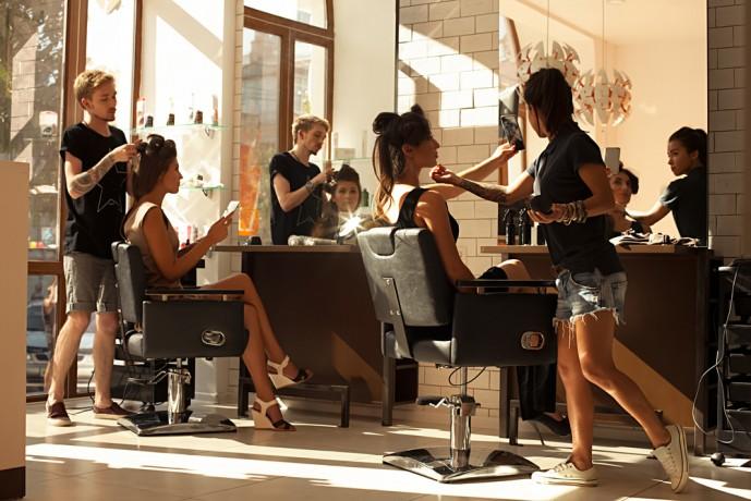 女性美容師 仲良くなる