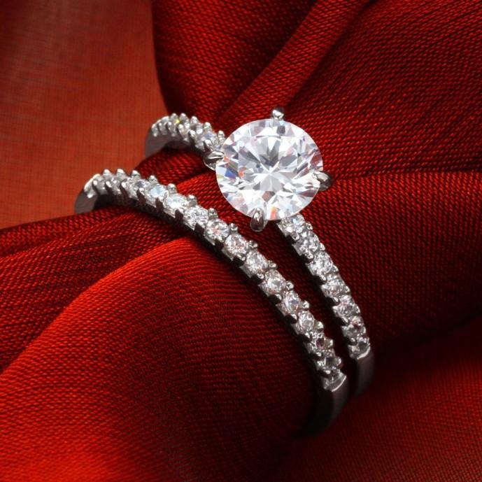 彼女の誕生日プレゼントにニューヨークの贈り物のダイヤモンドの指輪