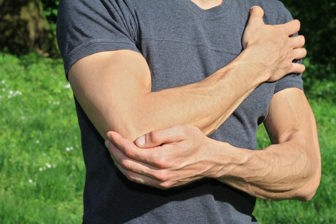 女性 フェチ 肘