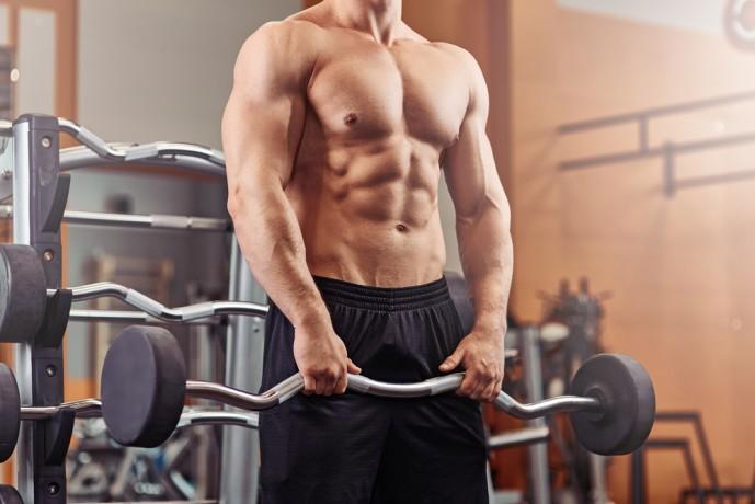 背筋の効果的な筋トレ方法であるバーベルシュラッグ